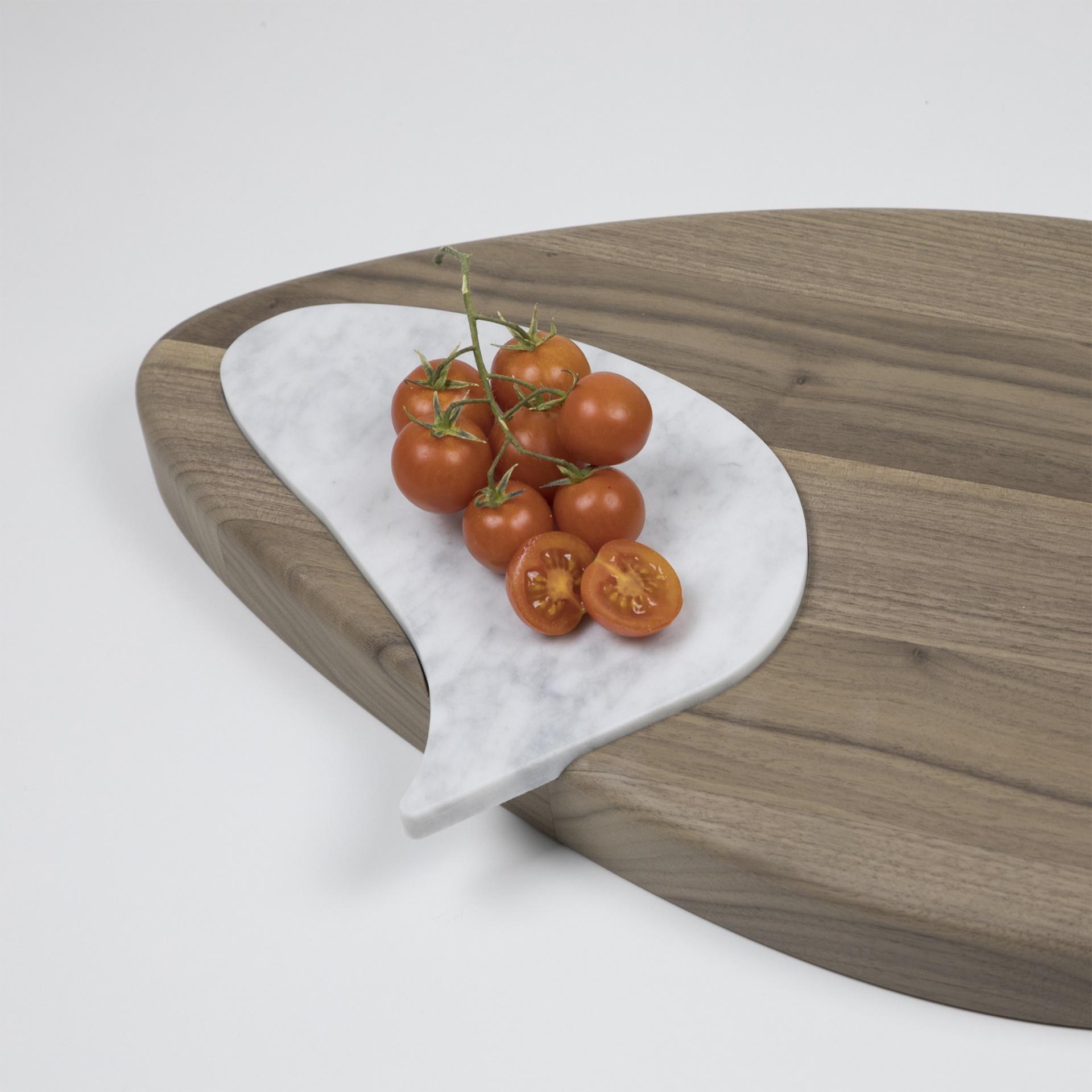 Finitura Legno Per Alimenti tagliere di pregio in legno massello di noce canaletto naturale con inserto  in marmo bianco carrara. argo_n