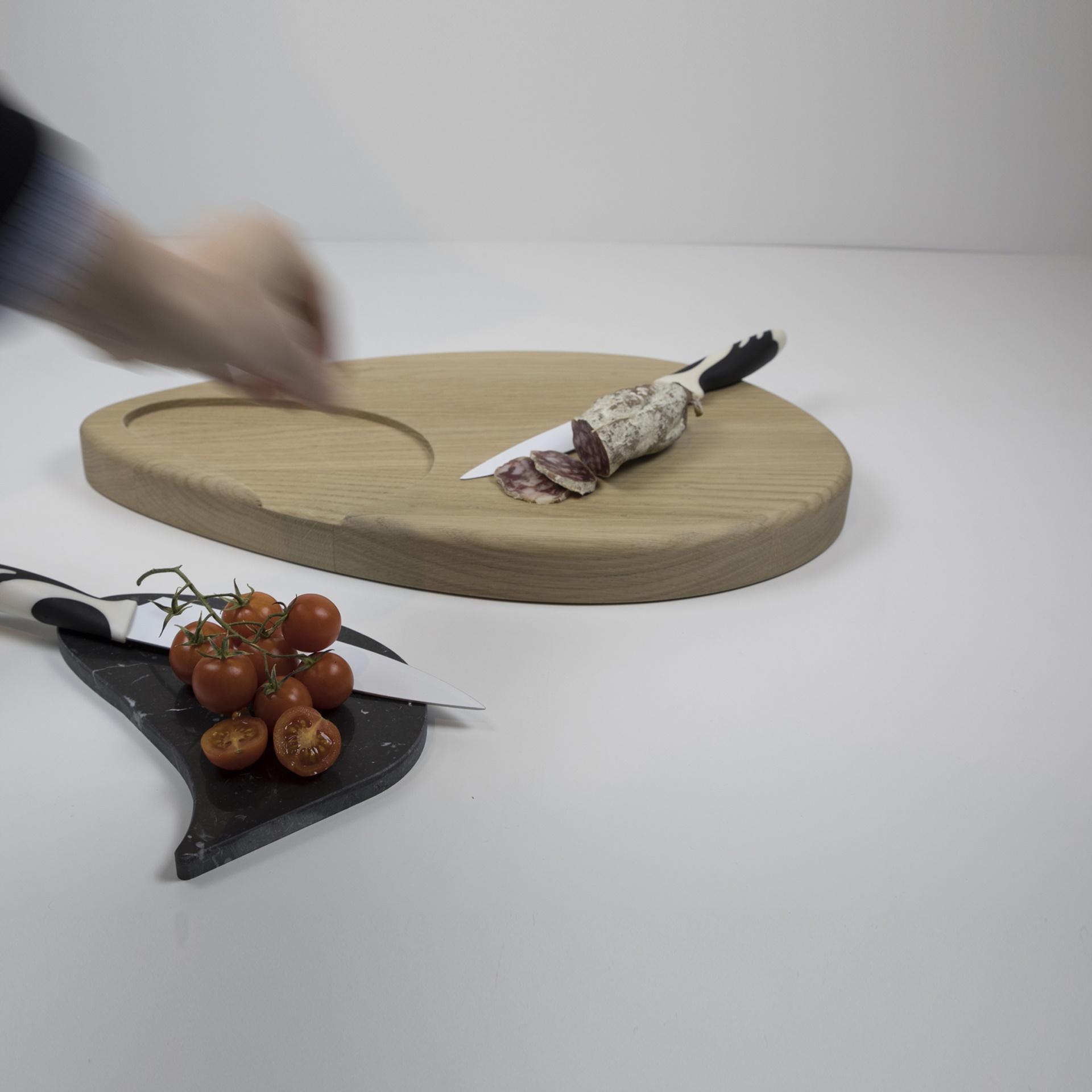 Finitura Legno Per Alimenti tagliere cucina in legno massiccio di rovere naturale pregiato con inserto  in marmo bianco carrara e nero marquina. argo_r