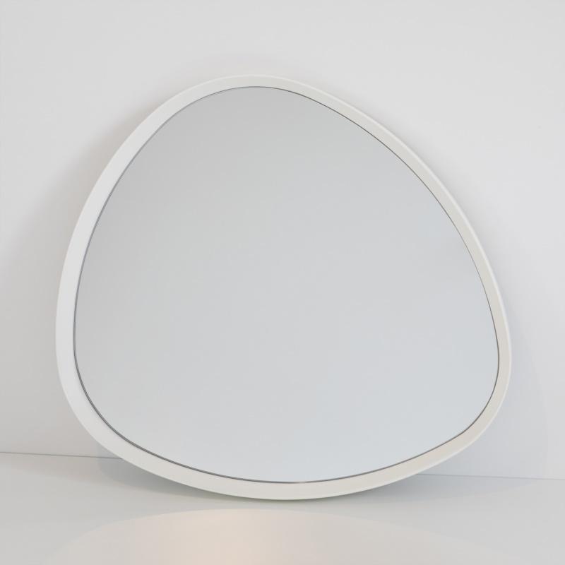 Oggetto di design moderno con specchio incastonato